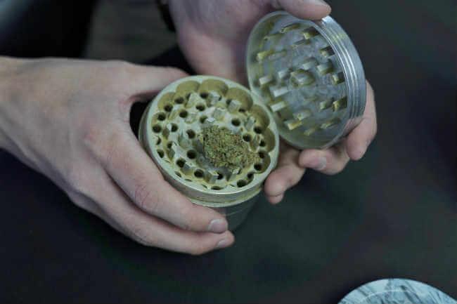 Returning Defective Weed Grinder Cool